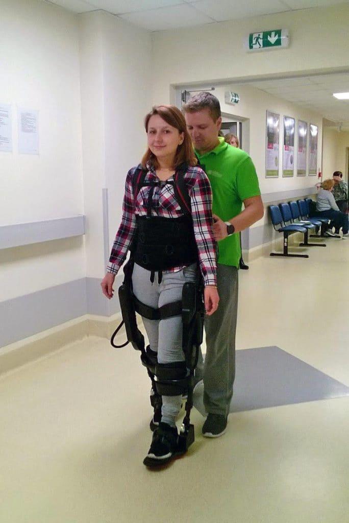 rehabilitacja egzoszkielet konstancin 684x1024 - Egzoszkielet pomaga kolejnej pacjentce