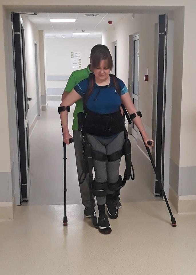 rehabilitacja w egzoszkielecie 2 - Nasza Pacjentka w biegu ulicznym Wings for Life World Run